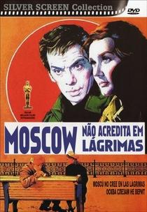 Moscou Não Acredita em Lágrimas - Poster / Capa / Cartaz - Oficial 4