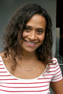 Angel Coulby - Poster / Capa / Cartaz - Oficial 1