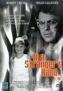 Nas mãos de um estranho - Poster / Capa / Cartaz - Oficial 1