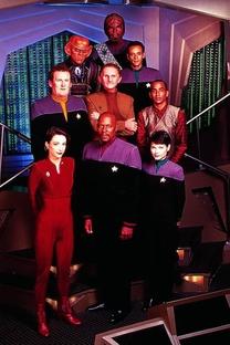 Jornada nas Estrelas: Deep Space Nine (1ª Temporada) - Poster / Capa / Cartaz - Oficial 6