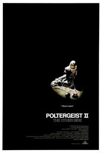 Poltergeist 2 - O Outro Lado - Poster / Capa / Cartaz - Oficial 1