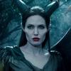 Angelina Jolie e Michelle Pfeiffer lutam em cena de Malévola 2