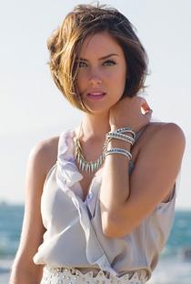 Jessica Stroup - Poster / Capa / Cartaz - Oficial 1