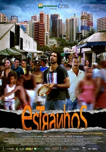 Estranhos - Poster / Capa / Cartaz - Oficial 1
