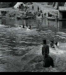 Dragons traversant la Saône à la nage - Poster / Capa / Cartaz - Oficial 1
