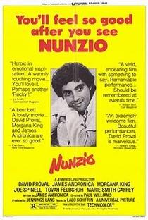 Nunzio, Idiota Heróico - Poster / Capa / Cartaz - Oficial 1