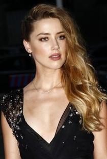 Amber Heard - Poster / Capa / Cartaz - Oficial 5
