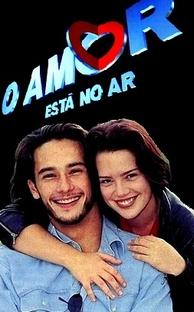O Amor Está no Ar - Poster / Capa / Cartaz - Oficial 1
