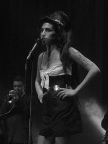Amy Winehouse - Live at Alcatraz, Milano 2007 - Poster / Capa / Cartaz - Oficial 1