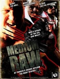 Medium Raw: Night of the Wolf - Poster / Capa / Cartaz - Oficial 2