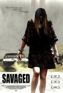 Savaged - Poster / Capa / Cartaz - Oficial 3